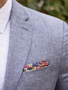 The perfect amount of playful patterns are a solid match for our linen blazer.