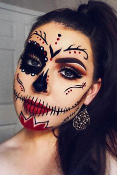 Classy Black And Red Sugar Skull Idea ★ A real Hall. - - Classy Black And Red Sugar Skull Idea ★ A real Halloween look can't do withou. Halloween Makeup Sugar Skull, Unique Halloween Makeup, Soirée Halloween, Sugar Skull Makeup Easy, Half Face Halloween Makeup, Half Skeleton Makeup, Halloween Dress Up Ideas, Skull Face Makeup, Sugar Skull Makeup Tutorial