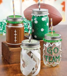 Celebrate your team and create DIY sport mason jar cups with colorful straws this fall! Can easily be made into San Francisco colors! These are new because football just started! Mason Jar Cups, Mason Jar Gifts, Mason Jar Diy, Football Spirit, Football Season, Cheer Spirit, Football Fever, Spirit Gifts, Football Crafts