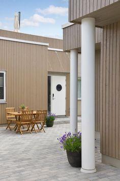 Kloppen søyler kan brukes på moderne, funkis og tradisjonelle hus. Kan bære mange tonn, eller kles rundt stolpe. Garage Doors, Outdoor Decor, Home Decor, Decoration Home, Room Decor, Interior Design, Home Interiors, Interior Decorating