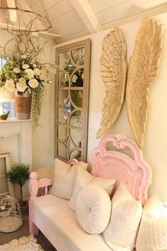 Shabby Chic Mom cave : ) ................... (looks like it was set up at a home & garden show).............. from: Hometalk :: Shabby Chic Mom Cave