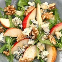 peras, queso azul, nueces y rucula