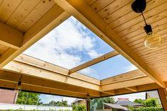 daglicht onder de overkapping Porch Roof, Skylight, Windows, Ceiling Lights, Lighting, Nice, Garden, Home Decor, Carpentry