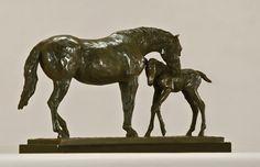 Maternal, bronce a la cera perdida, 25x46x16cm, 2010.  www.duchini-zurbaran.com.ar