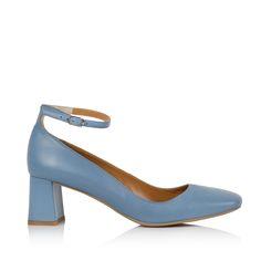 "KACHOROVSKA / fall 2016 blue-leather-mid-heel-""duckies""-with-anckle-strap http://kachorovska.com/catalog/zh-nkam/vzuttya/pumps/tufl-kachin-sin-shk-ryan-5-sm/"