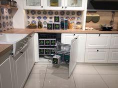 Modern Kitchen Design, Modern Interior Design, Kitchen Cupboard Doors, Kitchen Cabinets, Island Kitchen, Diy Furniture Videos, Small Space Kitchen, Small Spaces, Diy House Projects