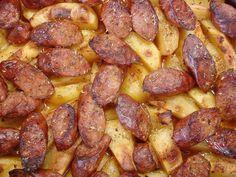 Λουκάνικα χωριάτικα με χυμό πορτοκάλι ρίγανη θυμάρι μαζί με πατάτες στο φούρνο! Μια πολύ εύκολη συνταγή μα συγχρόνως και πολύ ...
