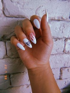 Semi-permanent varnish, false nails, patches: which manicure to choose? - My Nails Edgy Nails, Grunge Nails, Oval Nails, Stylish Nails, Trendy Nails, Best Acrylic Nails, Summer Acrylic Nails, Summer Nails, Mauve Nails
