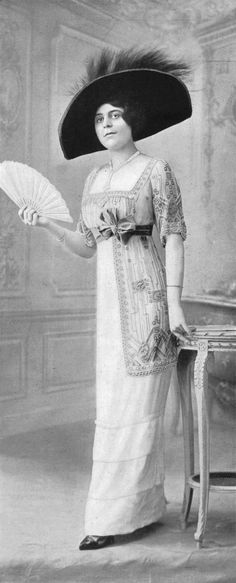 Dinner dress by Drecoll, Les Modes July 1911.