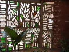 OLYMPUS DIGITAL CAMERA Wine Bottle Wall, Bottle House, Bottle Garden, Glass House, Bottle Art, Maison Earthship, Earthship Home, Reuse Bottles, Recycled Glass Bottles