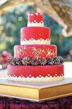Adorable Christmas Wedding Cakes