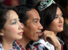 Bersama Putri Indonesia Jokowi paling cakep/ganteng wkwkwk