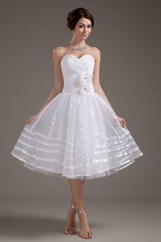 Robe de mariée bustier coeur courte ornée de fleurs faites à la ...