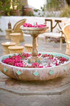 Bougainvilleas são ideais para um casamento inspirado no ambiente Marrakech.