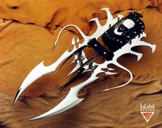 10 Absolutely Insane Art Knives Designed by Paul Ehlers Pretty Knives, Martial Arts Weapons, Knife Art, Bleach Anime, Swords, Arsenal, Prayer, Ships, Fantasy