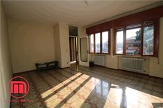 Appartamento Treviso 140.000 € | 120 m2 | Locali 3 | Camere 2 | Bagni 1 3, Garage Doors, Outdoor Decor, Room, Furniture, Home Decor, Bedroom, Rooms, Interior Design