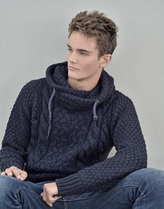 Inspiration, link is just to photo Silk & Lace & Wool Mens Fashion Sweaters, Knit Fashion, Men Sweater, Mens Cable Knit Sweater, Herren Outfit, Sweater Knitting Patterns, Mannequins, Stylish Men, Wool Sweaters