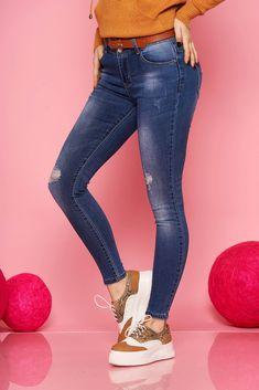 Colectia ta de jeans din sezonul acesta nu este completa fara aceasta pereche de jeansi clasica. Au croiul mulat, buzunare, se inchid cu fermoar si nasture si au rupturi de material. Skinny Jeans, Casual, Pants, Fashion, Trouser Pants, Moda, Fashion Styles, Women's Pants, Women Pants