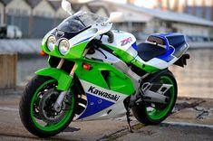 kawasaki zxr750R... I WANT ONE :)