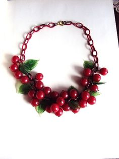 Vintage Jewelry •~• bakelite cherries necklace, 1940s
