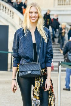 Juliana Schurig Tommy Ton Shoots the Best Street Style at the Fall Shows Street Look, Street Chic, Street Wear, Fashion Story, Girl Fashion, Fashion Design, Fashion Pics, Cool Street Fashion, Street Style Women