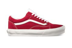 Vans 2013 Fall Old Skool Vintage: Long a staple of the Vans footwear range, the timelessness of the classic Old Skool silhouette is Vans Skate Shoes, Vans Footwear, College Wear, Trainer Boots, Kinds Of Shoes, Dope Outfits, Vans Old Skool, Red Shoes, Shoe Brands