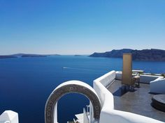Welcome to Alta Mare by Andronis, one of the best luxury Oia Santorini hotels perched on the edge of the Caldera's dramatic cliff that disarms your senses. Hotels In Oia Santorini, Archaeological Site, Travel Maps, In The Heart, Villa, Architecture, City, Beach, Summer