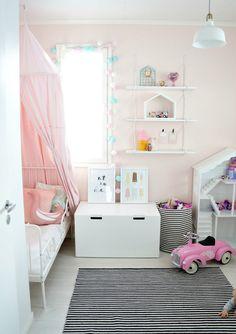 Ajatuksia lelujen säilytyksestä ja uutta tytön huoneessa