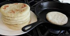 Learn How to Make Delicious Homemade Bread in a Frying Pan - Diets Authority Pan Fried Bread, Pan Bread, Bread Baking, How To Make Pizza, Bread Recipes, Fries, Good Food, Easy Meals, Tasty