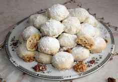 Śniegowe kule - zimowe ciasteczka mocno orzechowe - DoradcaSmaku.pl Muffin, Dessert Recipes, Cooking Recipes, Cookies, Eat, Breakfast, Ethnic Recipes, Food, Xmas