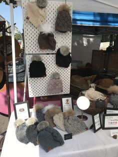 How To Create A Display For Craft Shows — Meghan Makes Do vertical displays for craft shows Vendor Displays, Craft Booth Displays, Market Displays, Display Ideas, Retail Displays, Booth Ideas, Merchandising Displays, Vendor Booth, Jewelry Displays