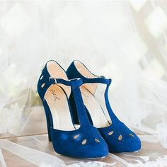 We've got a little something blue for you with these gorgeous royal blue shoes. Xoxo @weddingchicks PC: @jamesandelainegarland #shoes #somethingblue #wedding #bride #instafollow