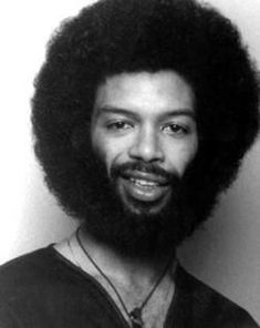 Afro beard styles always look more charming. Average beard grows thick and will make all men feel more mature. Afro style with shades that are religious. Music Icon, Soul Music, Jazz Music, Indie Music, Jamel Shabazz, Gil Scott Heron, Soul Jazz, Neo Soul, Portraits