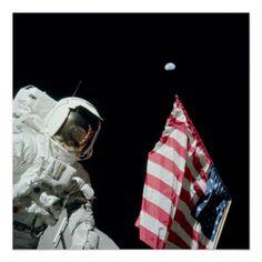 Last flag on the moon: Astronaut Eugene Cernan and the U. Flag -- Apollo 17 on the Moon (NASA photo) Sistema Solar, Eugene Cernan, Apollo Moon Missions, Earth Poster, Apollo Space Program, Nasa Photos, Reportage Photo, Photo D Art, Neil Armstrong