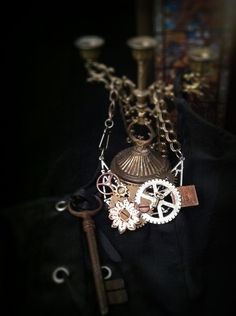 ANOTHER MIDNIGHT STEAM ITEM...WANT TO BID? GO TO TOPHATTER.COM IN STANDBY NOW (JEWELRY AUCTION)