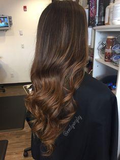 Caramel Balayage ❤️ By Emily Wrigley Balayage Hair, Ombre Hair, Wavy Hair, Dyed Hair, Caramel Balayage, Brunette Hair, Hair Highlights, Hair Looks, Hair Inspiration