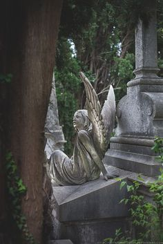 As she watches over you.angel in the cemetary Cemetery Monuments, Cemetery Statues, Cemetery Art, Angel Statues, Greek Statues, Buddha Statues, Angels Among Us, Angels And Demons, Statue Ange