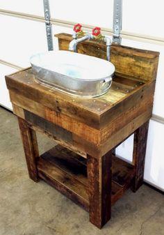 35 Easy & Gorgeous DIY Rustic Bathroom Decor Ideas on a Budget : Amazing idea for rustic bathroom decor - DIY galvanized bucket and pallet wood sink Bathroom Crafts, Wood, Outdoor Sinks, Wood Sink, Wood Pallets, Rustic Bathroom Decor, Wood Projects, Diy Bathroom Decor, Pallet Diy