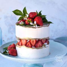 Fresh Strawberry Cake, Strawberry Puree, Strawberry Shortcake, Strawberry Birthday Cake, Raspberry Cake, Strawberry Desserts, Gateaux Cake, Cake Trends, Cake Decorating Techniques