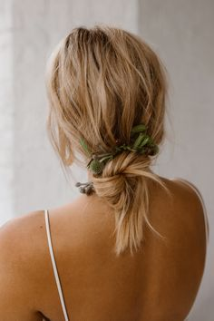 Loose Up Do For Bride // Minimalist Bridal Inspiration Styled By One Stylish Day With Foliage & Dried Flowers // Bridal Wear By Halfpenny London // Images By Agnes Black Bride Hairstyles, Cool Hairstyles, Wedding Hair Inspiration, Good Hair Day, Wedding Hair Down, Bridesmaid Hair, Bridal Hair, Wedding Veils, Bridal Headpieces