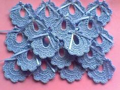 Risultati immagini per souvenir tejidos a crochet para baby shower Baby Shower Souvenirs, Baby Shower Party Favors, Baby Shower Gifts, Crochet Motifs, Crochet Stitches Patterns, Baby Shawer, Crochet Decoration, Crochet Gifts, Vintage Crochet