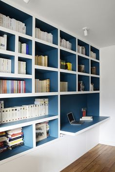 The conversion of an unusable space in Paris to a studio spacious enough to house a grand piano. Home Library Design, Home Office Design, Home Office Decor, House Design, Home Living Room, Living Room Decor, Living Spaces, Alcove Storage, Teen Bedroom Designs