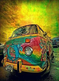 Hippy gypsy bus We had one of these once ahhhhh happy memories x Hippie Auto, Van Hippie, Kombi Hippie, Hippie Car, Hippie Style, Hippie Chick, Bohemian Style, Hippie Bohemian, Psychedelic Art