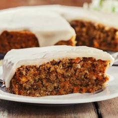 This scrumptious easy carrot cake recipe was given to me by Michelle, my dear friend Chrissy's daughter. Low Fat Carrot Cake, Easy Carrot Cake, Gluten Free Carrot Cake, Healthy Carrot Cakes, Frosting Recipes, Cake Recipes, Dessert Recipes, Food Cakes, Queso