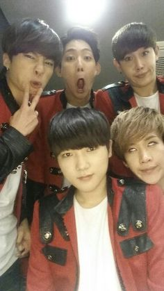 I like how Yano is the only normal one in this pic of Topp dogg
