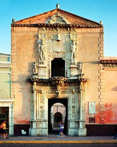 Merida offers all the elegance and sophistication of a colonial city, plus easy access to the archeological wonders of the Mayan world.