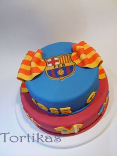 Barca (FC Barcelona)— Soccer Cake Now that's a cake that I would like Barcelona Soccer Party, Barcelona Cake, Sport Cakes, Soccer Cakes, Real Madrid Cake, Food And Thought, Cupcake Cookies, Cupcakes, Beautiful Desserts