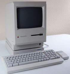 Macintosh Plus. Our first family computer. I remember playing around on this a lot. It was so much fun ❤️