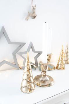 Weihnachtsdeko 2017 in gold grau Vintage - Stil mit Keramik Tannenbaum, Keramikkerzenständer und Eukalyptus