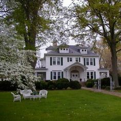 The Walnut Lane Inn is located in Lyman, within the Upstate South Carolina Region between Greenville and Spartanburg, SC.  Destinations2Discover.com